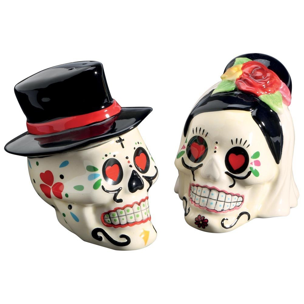 Skull salt and pepper shaker